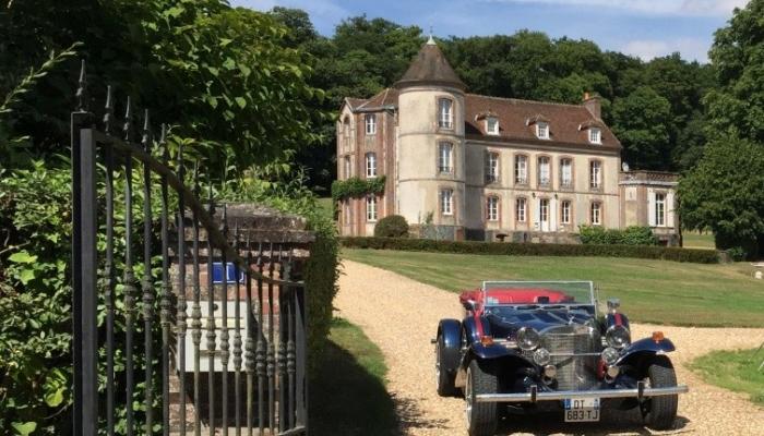 lexcalibur_devant_le_chateau
